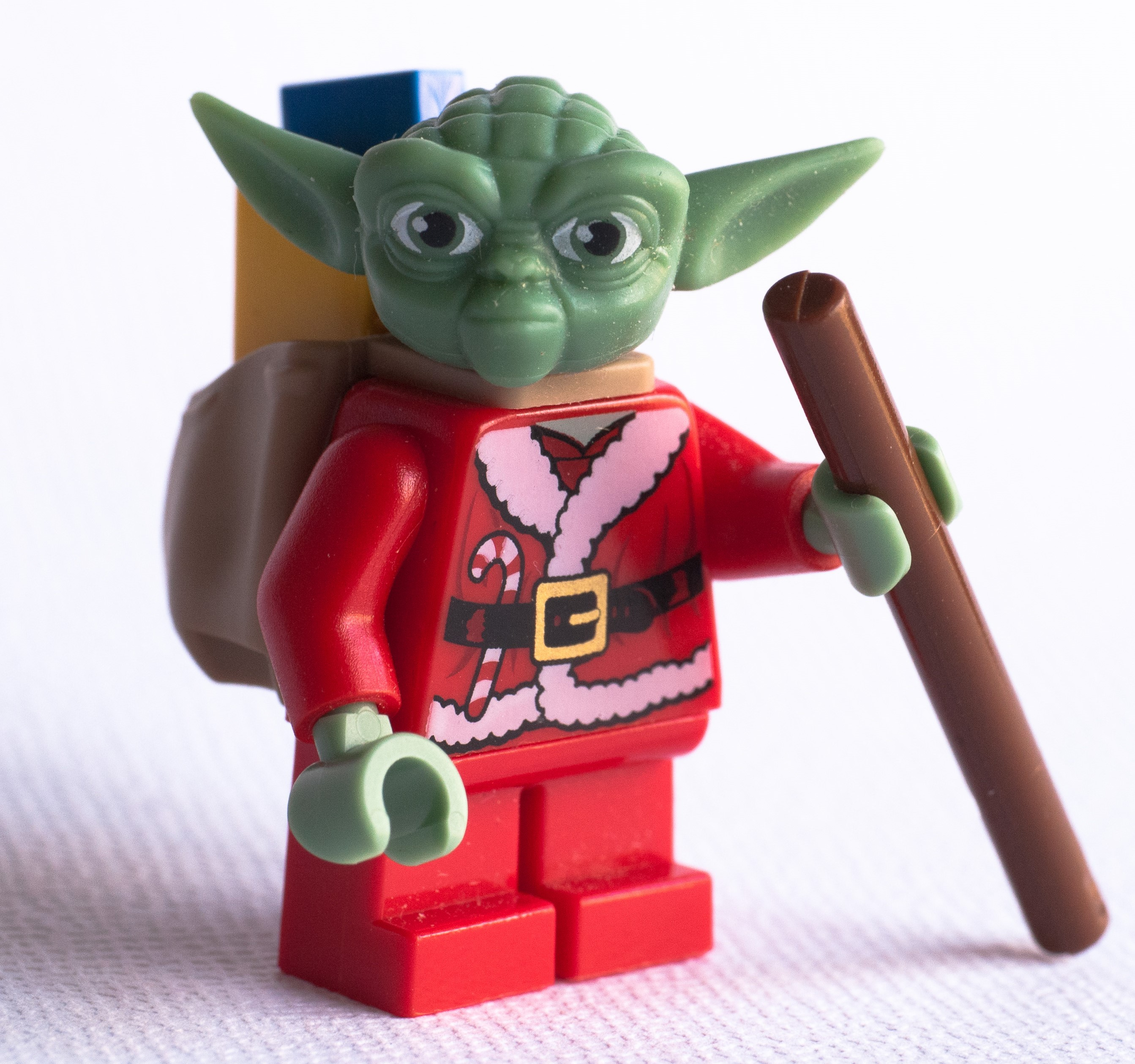 lego-minifig-santa-yoda-advent-calendar-star-wars-2011